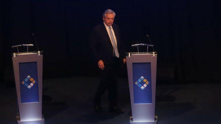 Alberto Fernández durante el segundo debate presidencial.