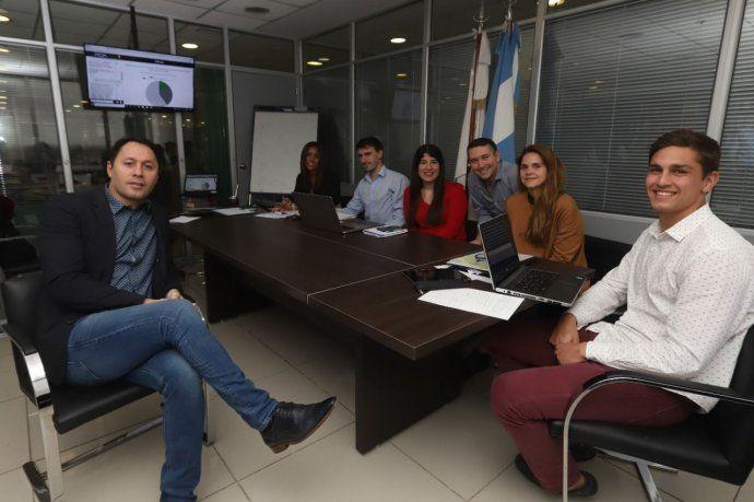 Juan G. Corvalán y parte del equipo de programadores y abogados que trabajan con Prometea.