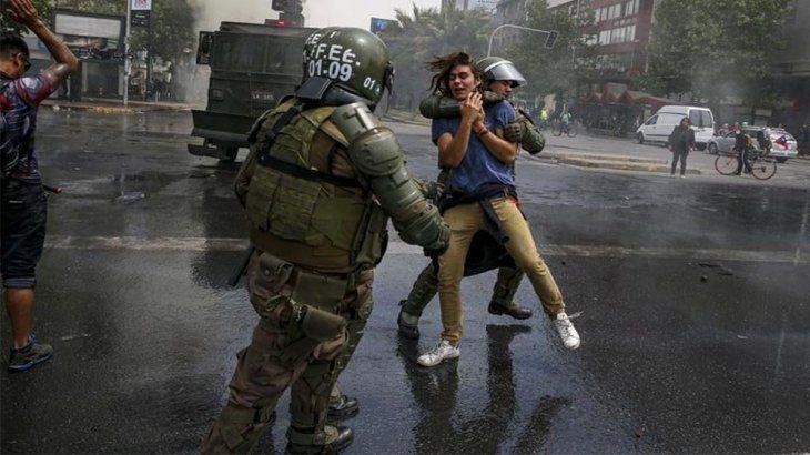 Image result for Santiago de Chile toque de queda Santiago de chile