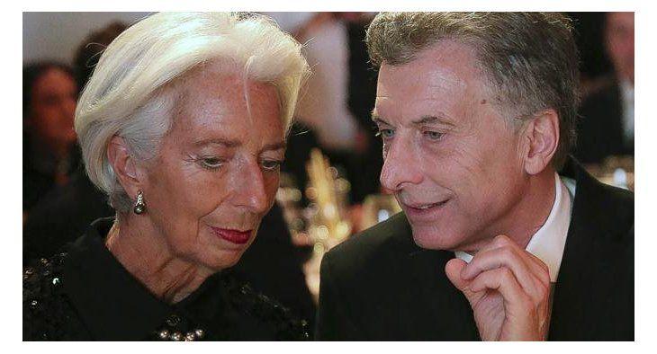 La exdirectora gerente del FMI, Christine Lagarde, junto al presidente Mauricio Macri, en momentos de la rubrica del acuerdo.