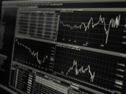 La bolsa porteña sube más de 2%, y vuelve a aumentar el riesgo país