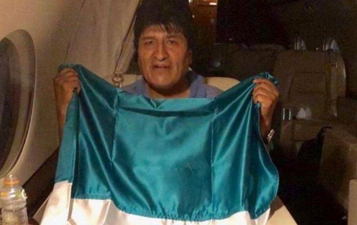 Morales renunció a su cargo el domingo pasado luego que la cúpula de las Fuerzas Armadas y de la Policía de Bolivia le solicitaran que deje el cargo para pacificar el país.