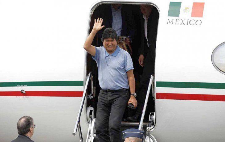 EvoMorales y Álvaro García Linera arribaron a Ciudad de México, luego depresentar su renuncia forzada a los cargos de presidente y vicepresidente de Bolivia.