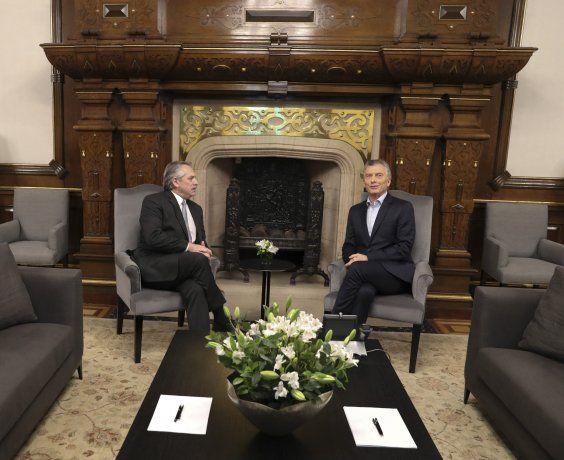 Mauricio Macri y Alberto Fernández durante la reunión que mantuvieron un día después de las elecciones generales