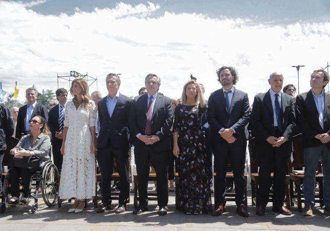El presidente saliente, Mauricio Macri, y el mandatario electo, Alberto Fernández, participaron en primera fila de una misa