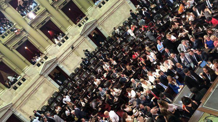 El Congreso toma color y se prepara para la jura de Alberto Fernández