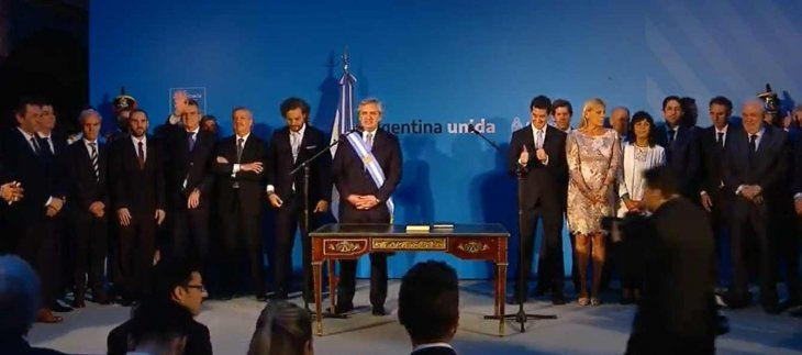 En su primer Boletín Oficial, Alberto Fernández modificó la ley de Ministerios con las nuevas carteras