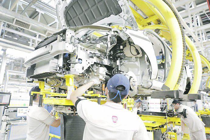 ADEFA informó que en enero la producción nacional de vehículos creció un 42