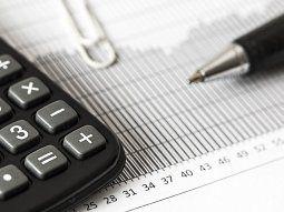 Respecto de los activos en el país, quedan exentos los bienes valuados en términos fiscales hasta $3 millones, mientras que sobre el excedente tributarán 0,5%; y de $3 a $,6,5 millones pagarán $15.000, más el 0,75% sobre el excedente.
