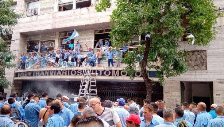 Opositores a la conducción de la UTA intentaron copar el sindicato.
