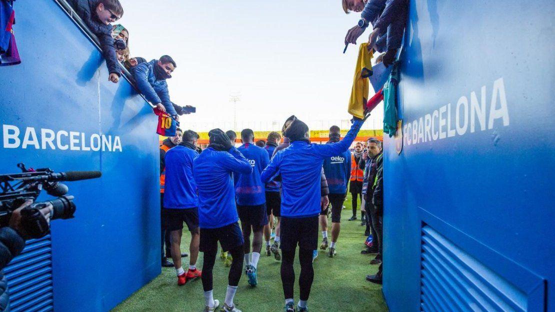 El plantel de Barcelona realizó el tradicional entrenamiento abierto en la víspera de Reyes | Barcelona, Lionel Messi, Reyes Magos, Luis Suárez
