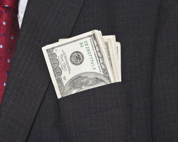 La compra de dólares para atesoramiento se disparó en abril respecto a marzo.