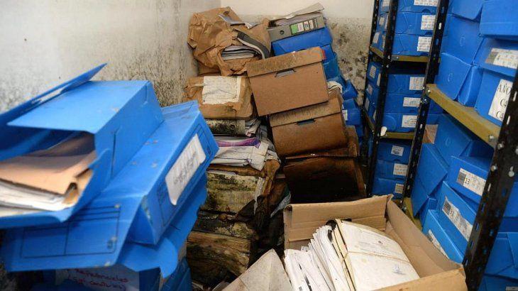 Así encontró Agustín Rossi el archivo de DDHH del subsuelo del Ministerio deDefensa.