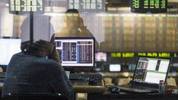 El S&P Merval cayó 2,7% y el riesgo país subió a la espera de definiciones por reestructuración