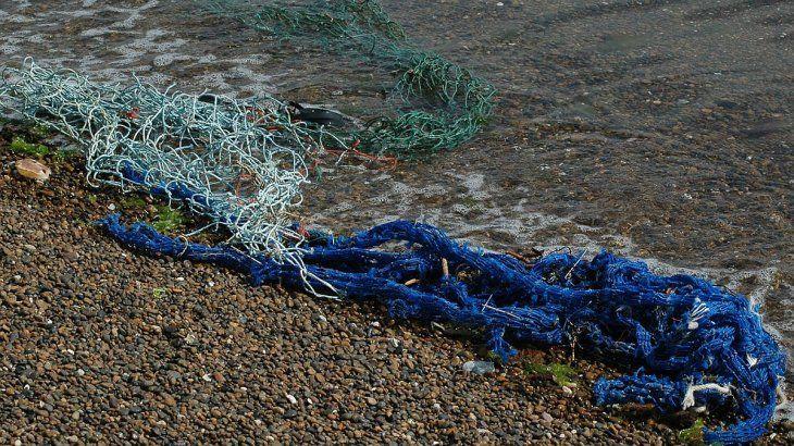 Se intenta evitar que las redes en desuso lleguen al mar.