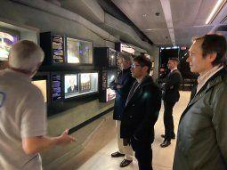 Gira. Tras extender el plazo a bonistas, Axel Kicillof visitó el Centro Shimon Peres junto a Felipe Solá y Gustavo Béliz.