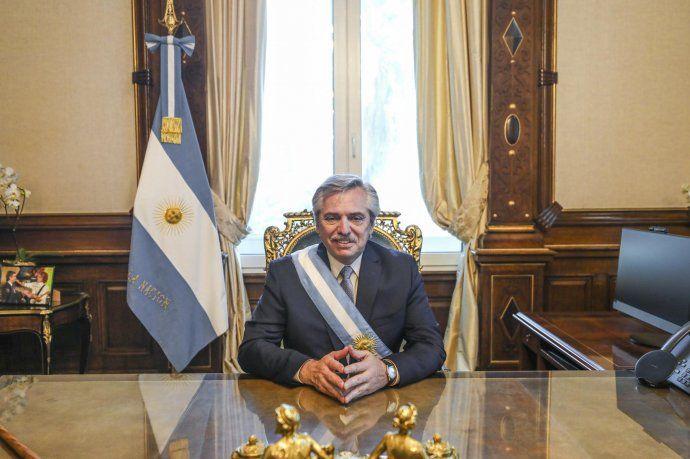 La foto con Spinetta, presente en el despacho