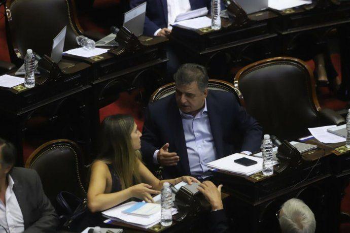 Silvia Lospennato y Mario Negri, en la previa de la sesión en Diputados.