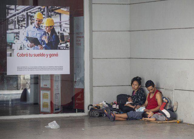 En la última medición del Indec, dada a conocer en octubre y sobre datos del primer semestre del año, el 35,4% de los habitantes estaban por debajo de la línea de la pobreza.