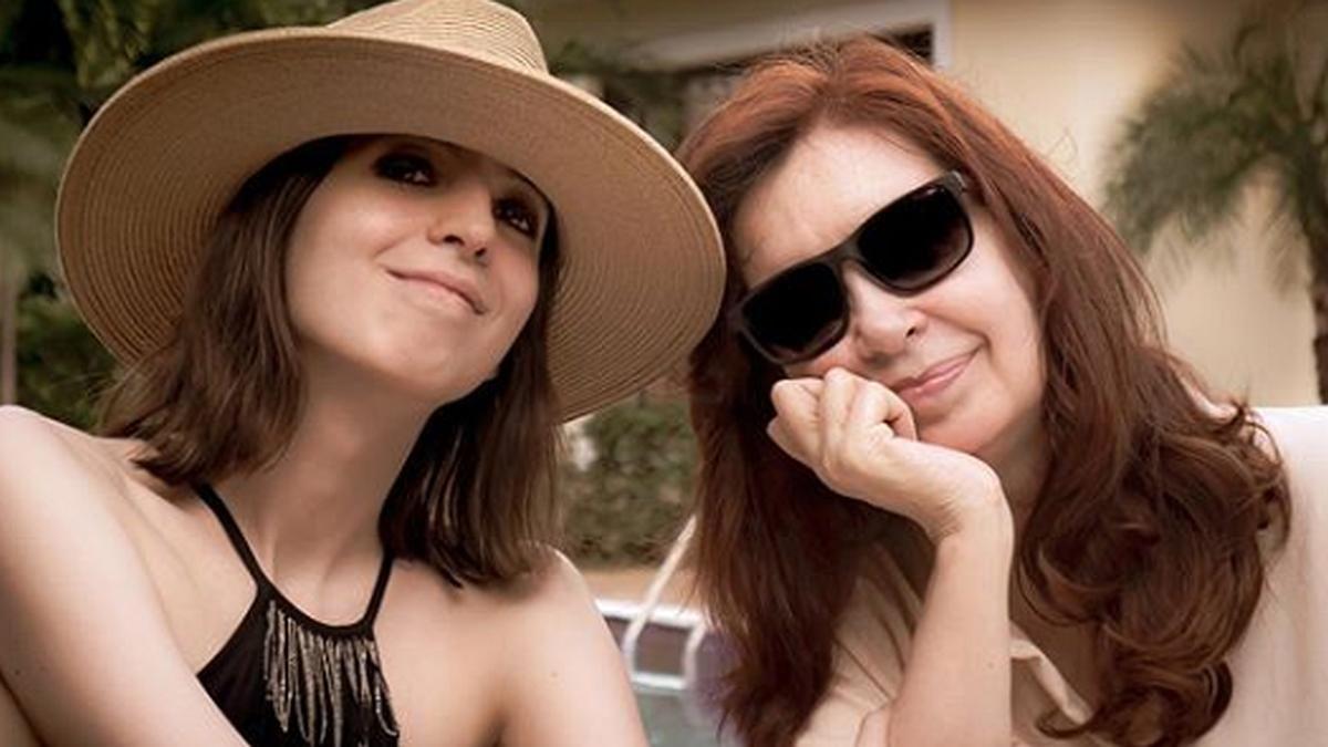 Cristina publicó la primera foto con su hija Florencia en Cuba
