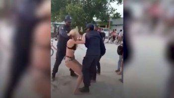 ¡Me están atacando sexualmente!, gritaba la turista británica mientras era apresada
