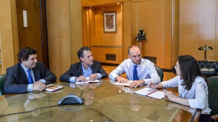 Reunión del ministro de Economía con la misión del FMI que visitó Argentina.