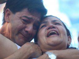 Los padres de Fernando Báez Sosa se quebraron al hablar ante la multitud que reclamó justicia por el crimen de su hijo.