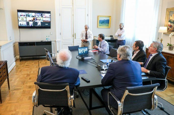 El presidente Alberto Fernández mantuvo desde la Casa Rosada una comunicación por videoconferencia con sus pares de la región