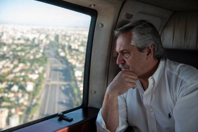 Alberto sobrevuela en helicóptero el AMBA y controla en persona el acatamiento de la cuarentena.