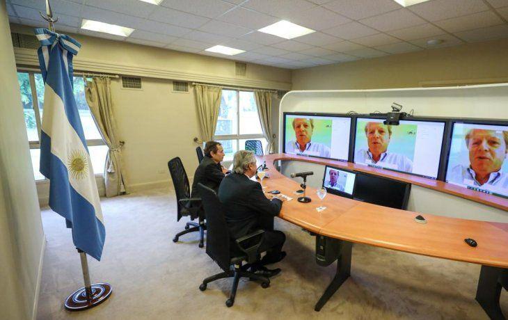 Meses atrás, Alberto Fernández en una charla por videoconferencia con el vicepresidente del Banco Mundial, Axel van Trotsenburg.
