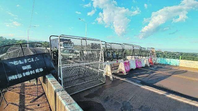 no pasa nadie. El bloqueo dispuesto por la Gendarmería y la Policía de Misiones sobre el Puente Internacional Tancredo Neves
