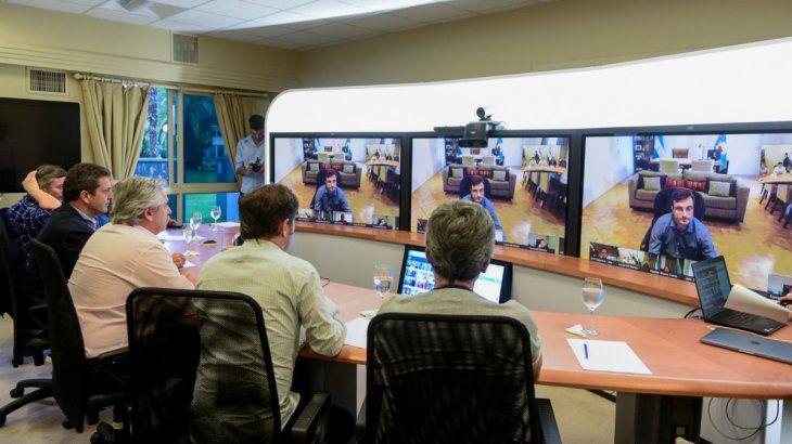 Videoconferencia con intendentes en Olivos.