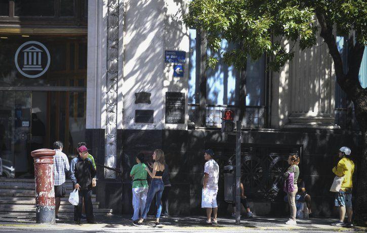 Los bancos seguirán atendiendo en le horario habitual