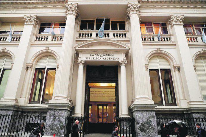 Desde este lunes comienzan a regir las nuevas medidas del Banco Central.