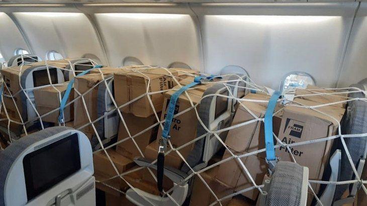 La aeronave fue especialmente acondicionada con mallas contenedoras.
