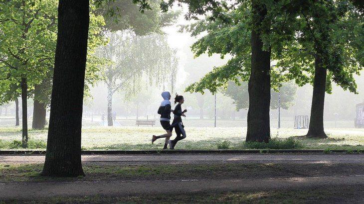 Se puede correr como máximo de a dos personas, respetando el distanciamiento social de 2 metros.