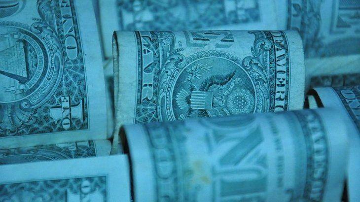 El dólar blue se derrumba $8 y opera a $128.