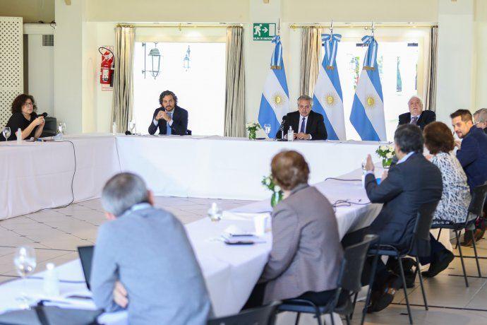 El presidente, Alberto Fernández, encabeza la reunión con el comité de expertos de la salud en Olivos.