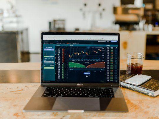 Mercados de acciones y criptomonedas
