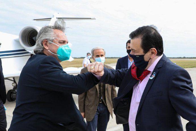 Alberto Fernández, ayer en Santiago del Estero, junto al gobernador Gerardo Zamora.