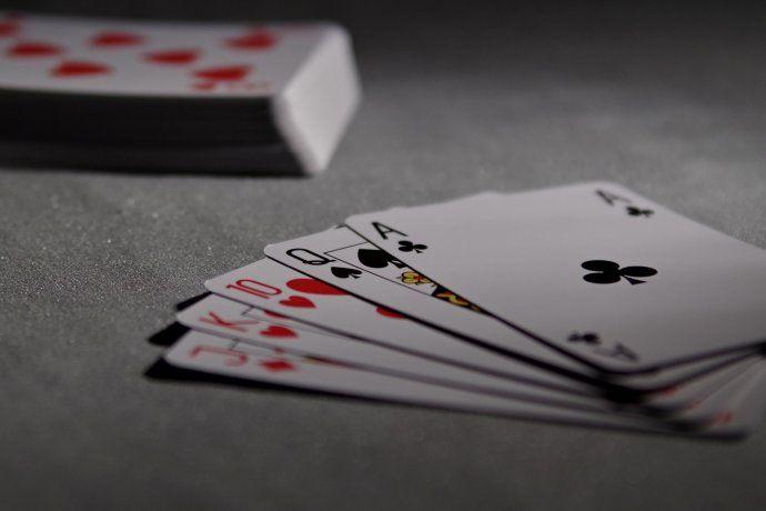 Las cartas por la renegociación de la deuda están sobre la mesa. En pocos días más se conocerá cómo termina la mano de póker.