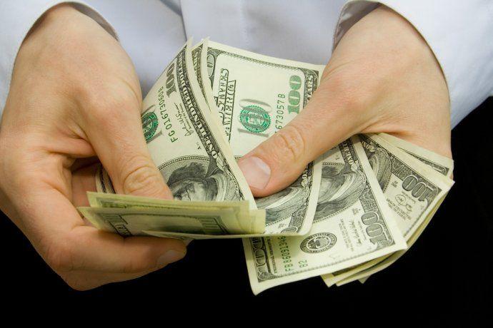 El dólar blue cerró estable este martes.
