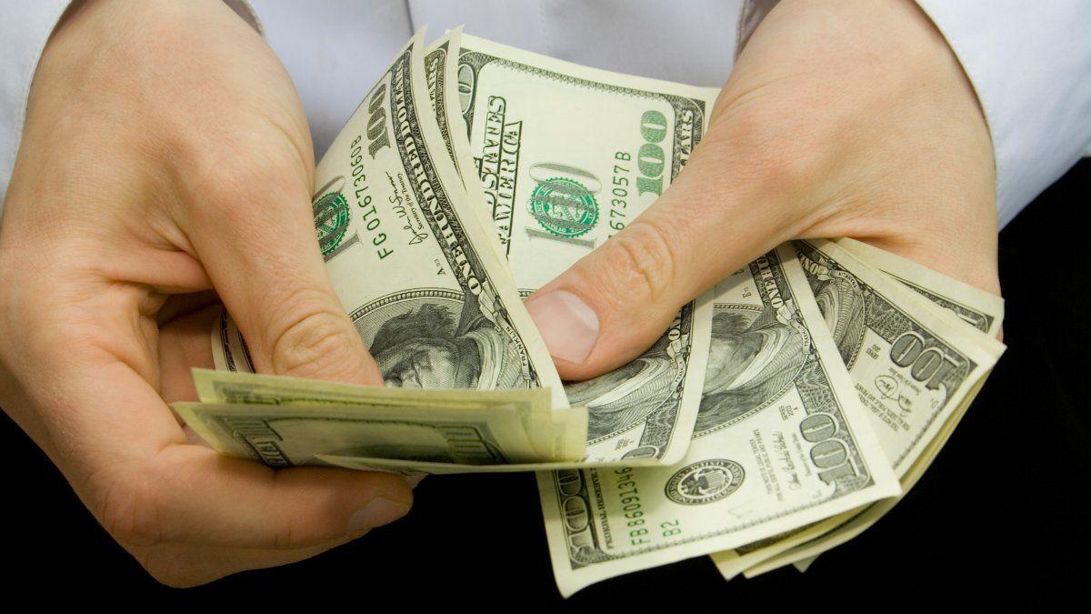El dólar CCL y MEP caen hasta  casi 1% en medio de nuevos controles | CCL, Dólar, Banco Central, Bonos