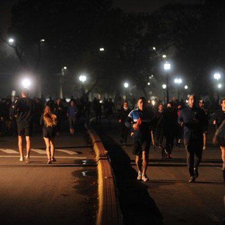 Los porteños disfrutaron de la primera noche con la actividad física habilitada.