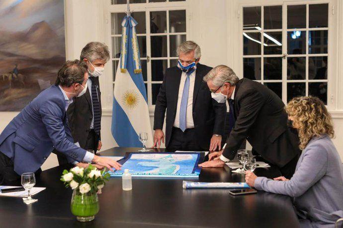 En Olivos, el mandatario recibió al canciller Felipe Solá, el secretario de Asuntos Relativos a las islas Malvinas, Daniel Fimus y el subsecretario de Pesca, Carlos Liberman.