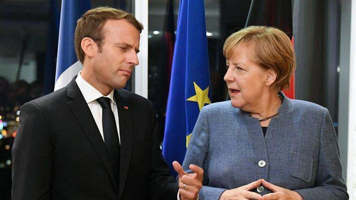 Emmanuel Macron y Angela Merkel. Francia y Alemania sufrieron caídas mayores a las de marzo.