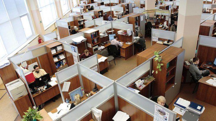 Informe destaca que hay 55 empleados públicos cada 100 privados
