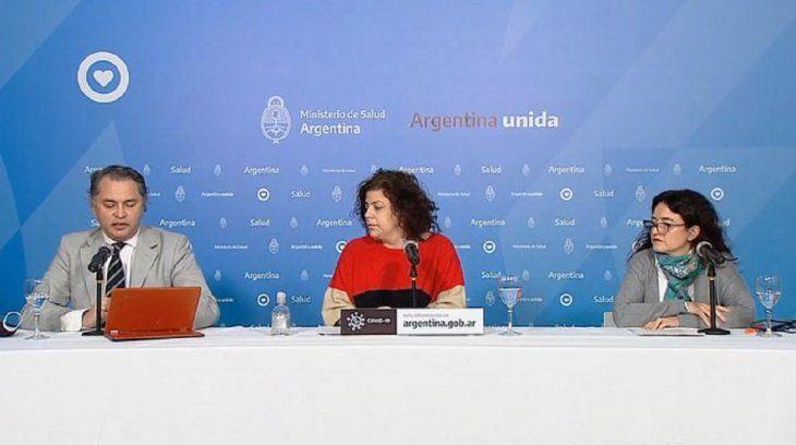 Carla Vizzotti, secretaria de Acceso a la Salud, Alejandro Costa, subsecretario de Estrategias Sanitarias, y Laura Barcelona Coordinadora de Uso Apropiado de Antimicrobianos.