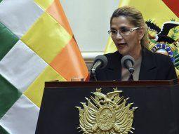 La presidenta de facto de Bolivia, Jeanine Áñez, está aislada por haber tenido Covid-19.