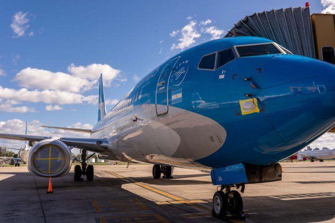 Parados: Aerolíneas Argentinas solo realiza vuelos especiales. Mientras, aclaró que trabaja en la preservación de sus aviones para operar cuando sea necesario.